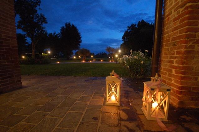 fiaccole e lanterne di benvenuto